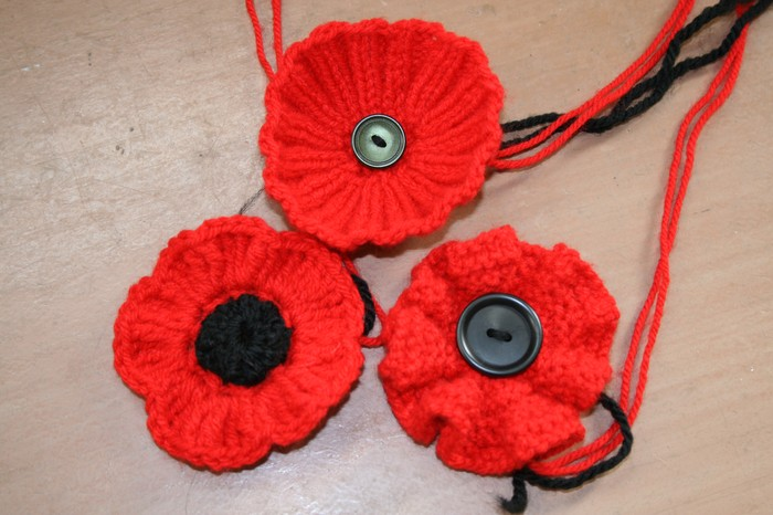 Knit poppies for ANZAC Day Smore