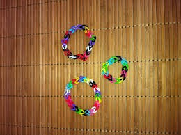 How to make a rubber band bracelet  with your hands with 5 easy steps