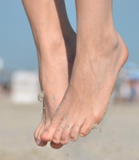 drop something on top of foot - 468×536