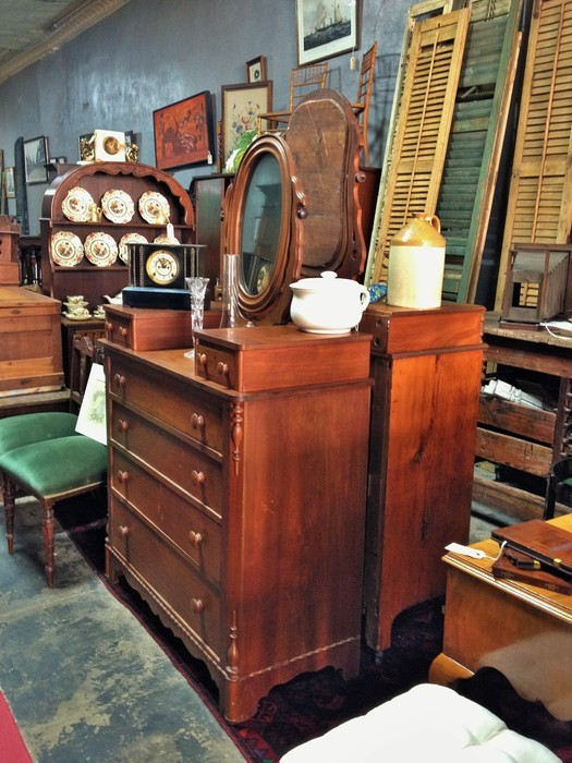 Antiques And Estates, Downtown Mobile, Alabama. Starting Thursday Through  Saturday.