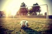 Mes amis et moi jouons au soccer