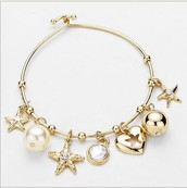 STAR FISH CHARM WIRE BANGLE