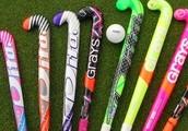 hockeysticks en een bal