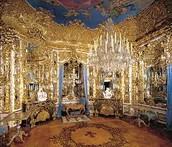Les Rois et les rienes ont eu les leurs chambres. Les chambres ont ete tres elaborer.