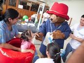 Paddington compartió lindos momentos con los pacientes y su familiares.