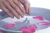 Bij 100 like`s geeft NagelSalon Marielle een gratis paraffinebad behandeling voor handen weg
