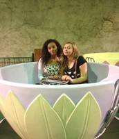 Mi amiga y yo en Tierra Fun.