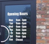 What hours are required of a Retail Store Manager?