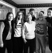 Familia con abuelos