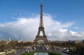 עיר בירה צרפת.פריז ובתוכה מגדל אייפל.