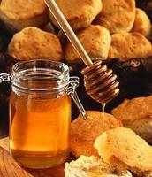 דבש מורכב כמעט אך ורק מפחמימות וממים