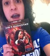 Me encanta mirar películas, como The Hunger Games