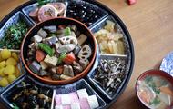 osechi-ryori in round plate