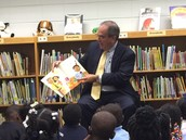 Mayor Reichert Reads to Bruce Elementary Students