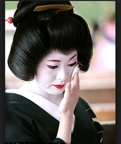 a geisha's morning and night routine