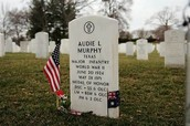Auddie murphy grave site