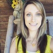 Janna Tanner- LEAD STYLIST
