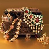 להוסיף תכשיטים יפים למגירת התכשיטים שלך