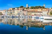 La ville de Cannes sur la Mediterraneanee