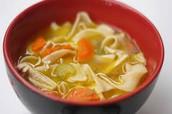 la sopa de pollo con fideos