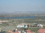 Vistas de la laguna de Lor.