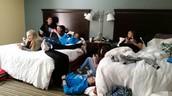 En el hotel con mi amigos