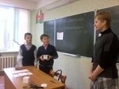 Семиклассники вместе с Масилевич В.М. играли в «Монополию», где познакомились с понятием «предприниматель», с предпринимательским мышлением, личностными качествами, необходимыми предпринимателю.