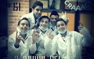 algunos de los integrantes en el salón de química