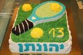 עוגת יום הולדת עם זילוף
