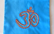 Simbolo Om em seda, azul  22cm X 21cm