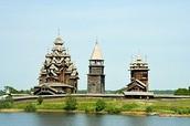 Кижский погост — всемирно известный архитектурный ансамбль.