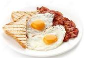 Los huevos Y tocina