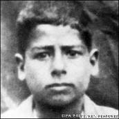 Saddam a los 12 años de edad
