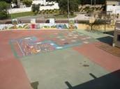 Una patio de juegos.