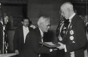 Fleming receiving his Nobel Prize