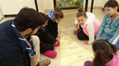תלמידי כיתה ג בפעילות עם מתנדבי שנת שרות