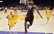 LeBron James dunking vs the lakers