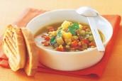 Sopa de Verduras con Pan