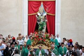 The statue of St. Sabino and its bearers
