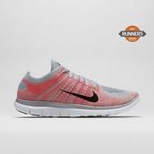 zapatos de las mujeres Nike, $90 dólares.