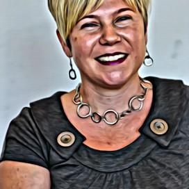 Tara Buck profile pic