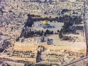 המתחם הקדוש ביותר ליהודים בעולם והשלישי בחשיבותו לדת המוסלמית.