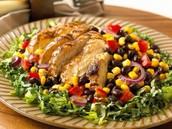 El pollo y legumbres salado