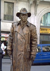 What are living statues?