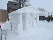 Vous pouvez regarder les sculptures de neige!