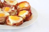 Tocino panqueques y huevos - $4.00