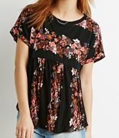 la blusa es de flores.