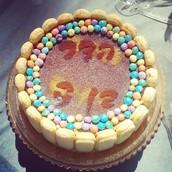 עוגת שכבות גבינה פודינג וביסקוויטים בעיצוב ליום הולדת