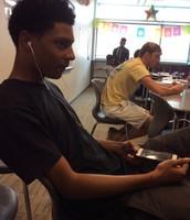 Los buenos estudiantes no deben escuchar musica.