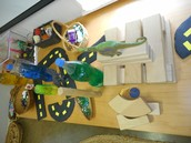 Loose parts construction table.